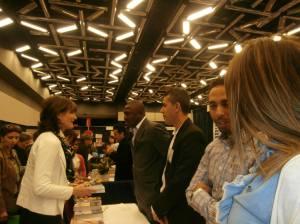Doudou en discussion avec la ministre Kathleen Weil